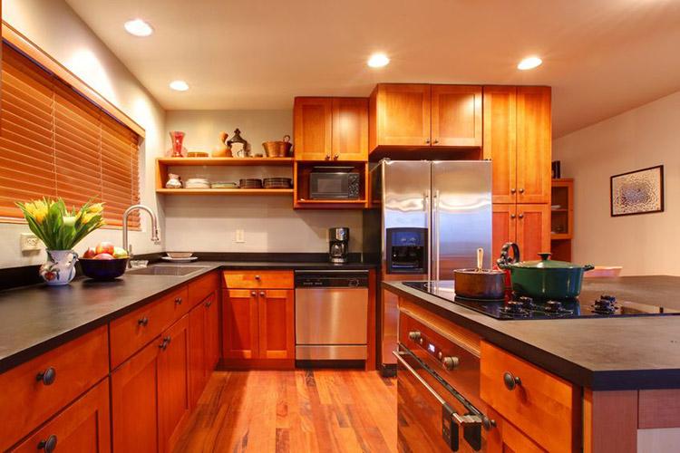 Натяжные потолки дизайн кухня